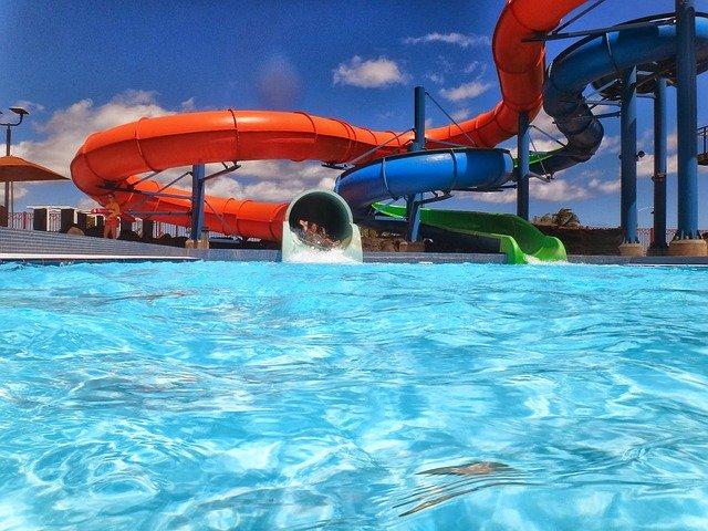 Waterslide Waterpark Aquapark Pool  - mrkt / Pixabay